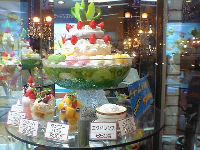 Dream Jumbo Parfait-Japan's Largest Ice Cream at Yukijirushi Parlor-hokkaido-japan4