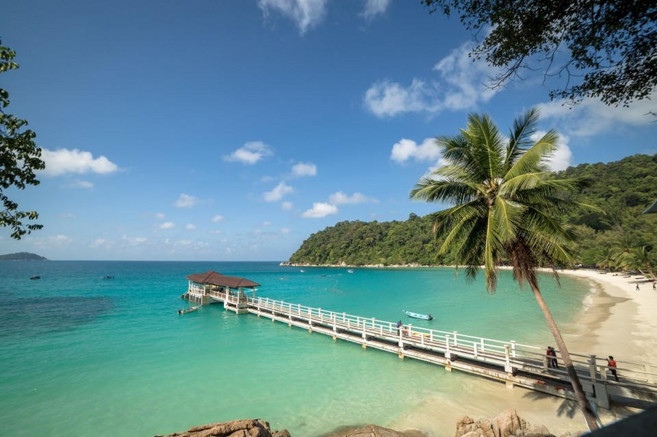 Perhentian Islands is most famous for its 2 main islands; the big island (Pulau Perhentian Besar) and the small island (Pulau Perhentian Kecil).