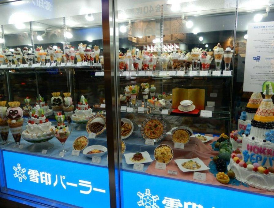 1Show-case-1-Yukijirushi-Parlor-Honten-Sapporo 2
