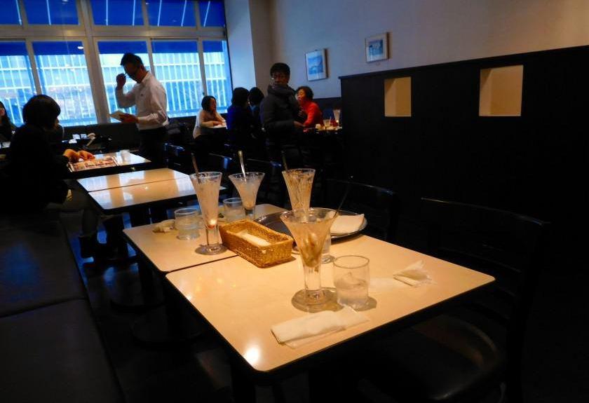 8Show-case-1-Yukijirushi-Parlor-Honten-Sapporo 2