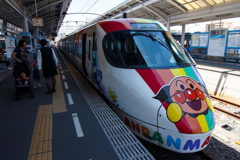 JR Shikoku 8000 Series Anpanman Livery 002