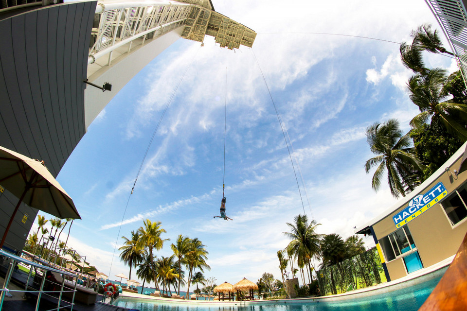 Bungee Jumping -adventurous activities in Singapore3