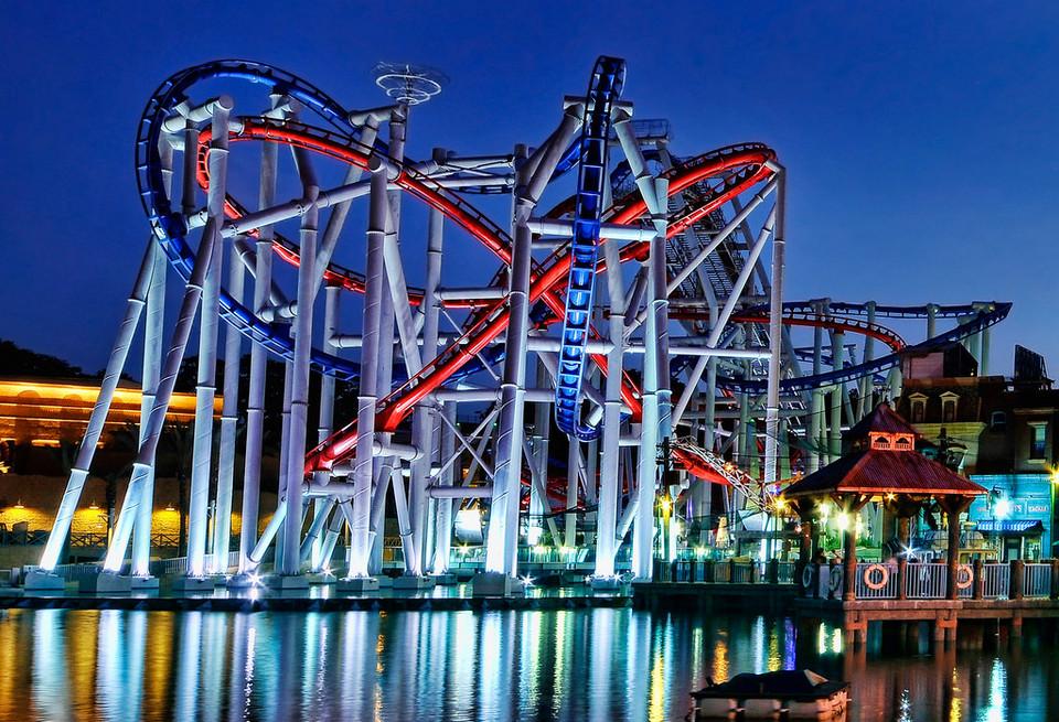 roller coaster at Universal Studios Singapore4