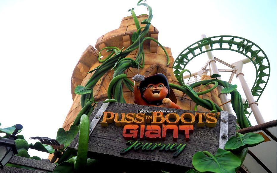 roller coaster at Universal Studios Singapore5