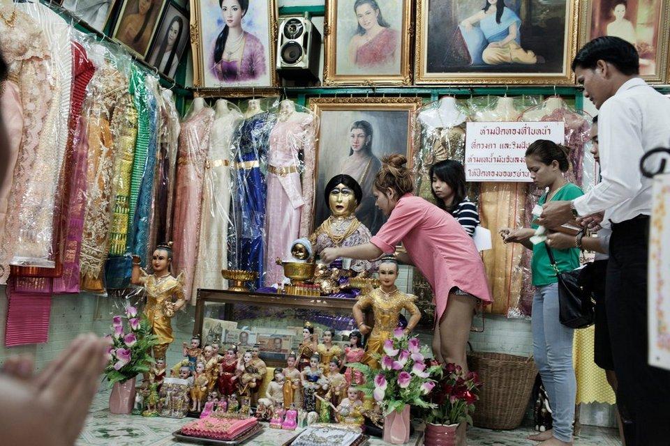 Mae Nak Phra Khanong-bangkok-thailand1