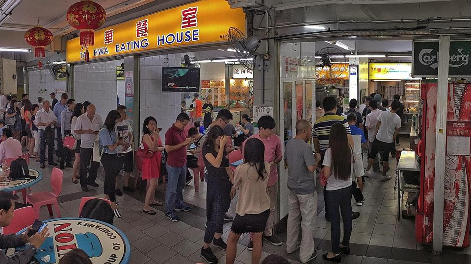 Queues at Hill Street Tai Hwa Pork Noodle, Hong Kong Soya Sauce Chicken Rice & Noodle after getting Michelin star