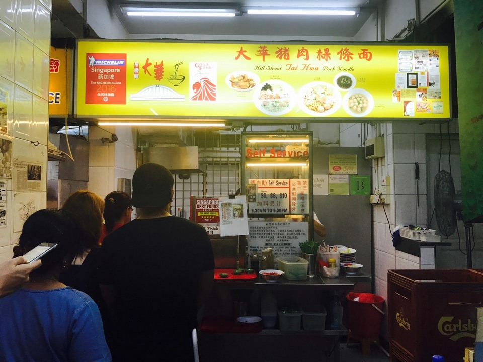 The queue is about 1 hour before Hill Street Tai Hwa Pork Noodle got into the Michelin Guide Singapore, now be prepared to wait at least 2-3 hours