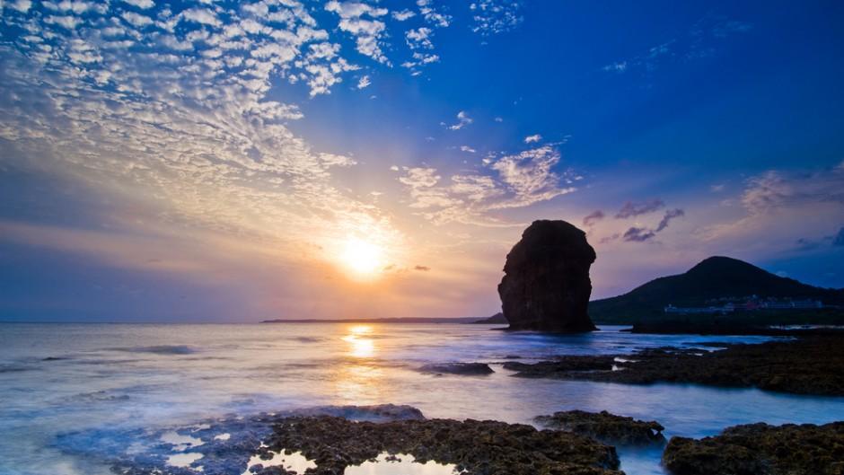 AMAZING-BEAUTIFUL-SUNSET-WITH-SEA-MOUNTAIN-31-940x529
