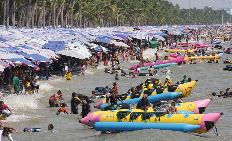 Bang Saen Beach-things to do in pattaya beaches-thailand1