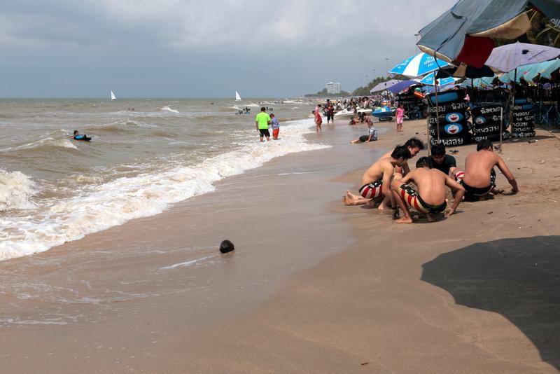 Bang Saen Beach-things to do in pattaya beaches-thailand2