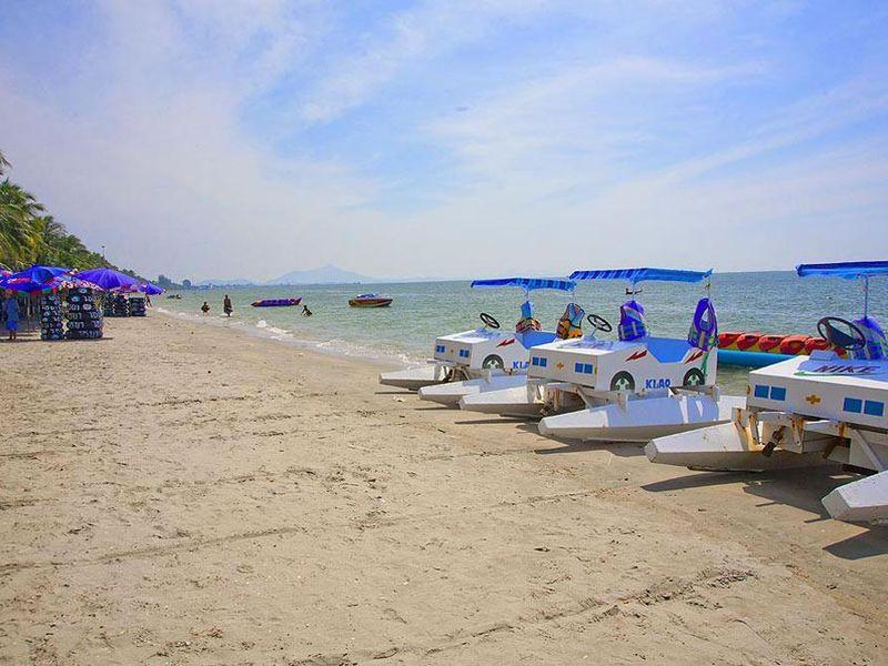 Bang-Saen-Beach Photo by: bangkok pattaya beach.