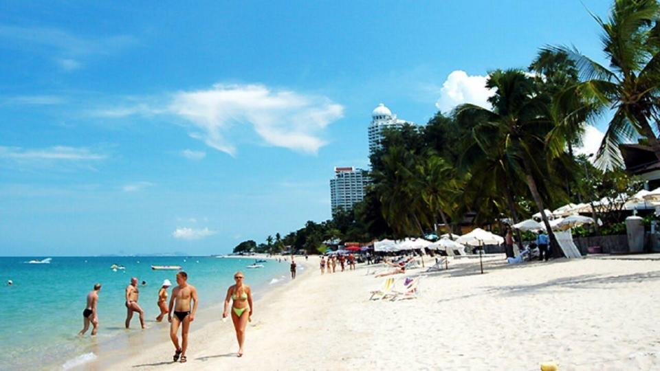 Jomtien-pattaya beach-thailand-best things to do in pattaya beaches4