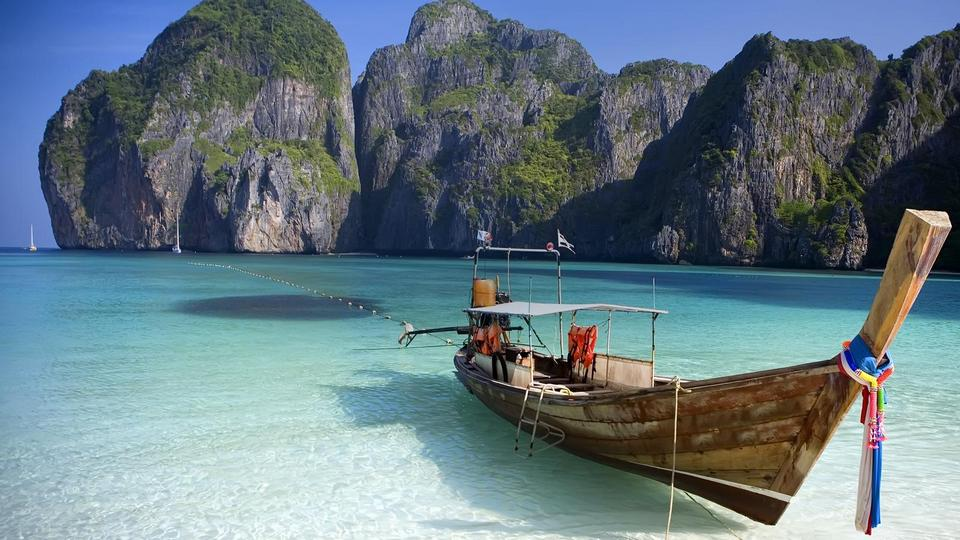 Koh Phi Phi-most beautiful islands in Southeast Asia2