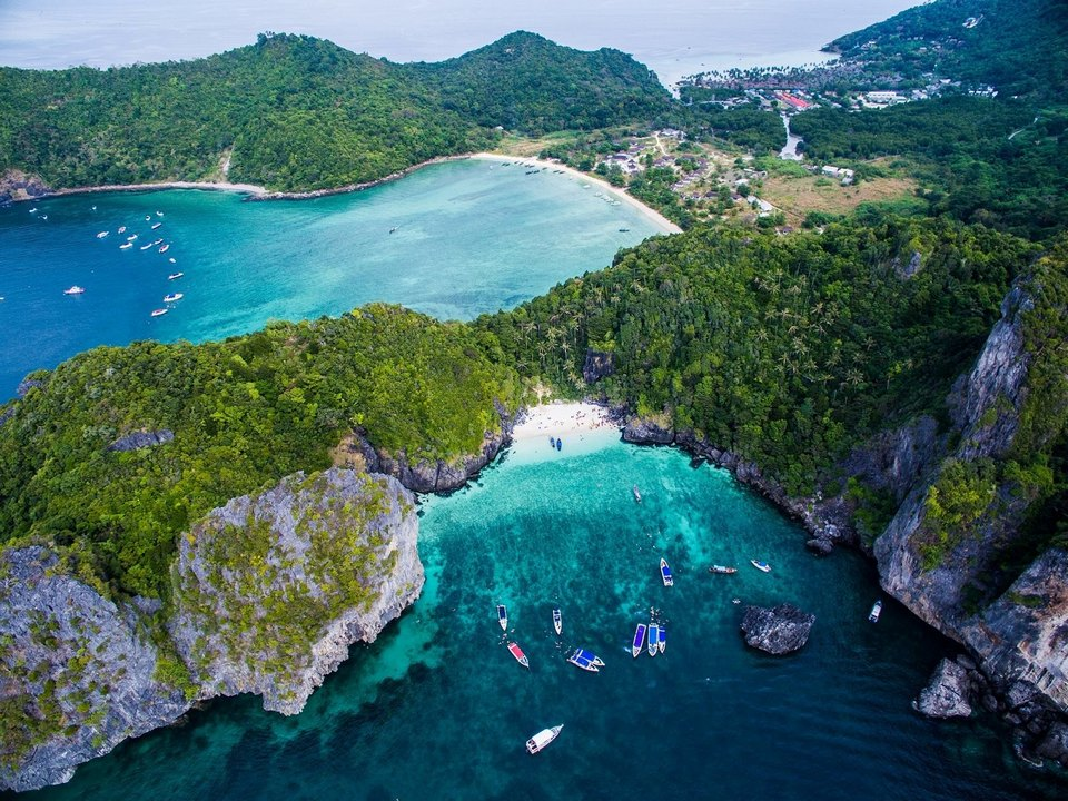 Koh Phi Phi-most beautiful islands in Southeast Asia3