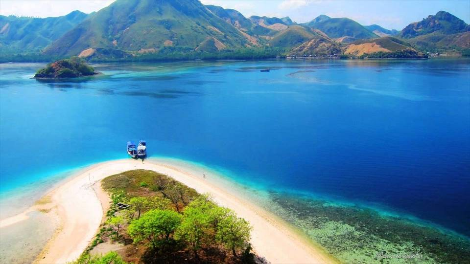 Komodo-most beautiful islands in Southeast Asia10 Credit image: best islands in southeast asia blog.