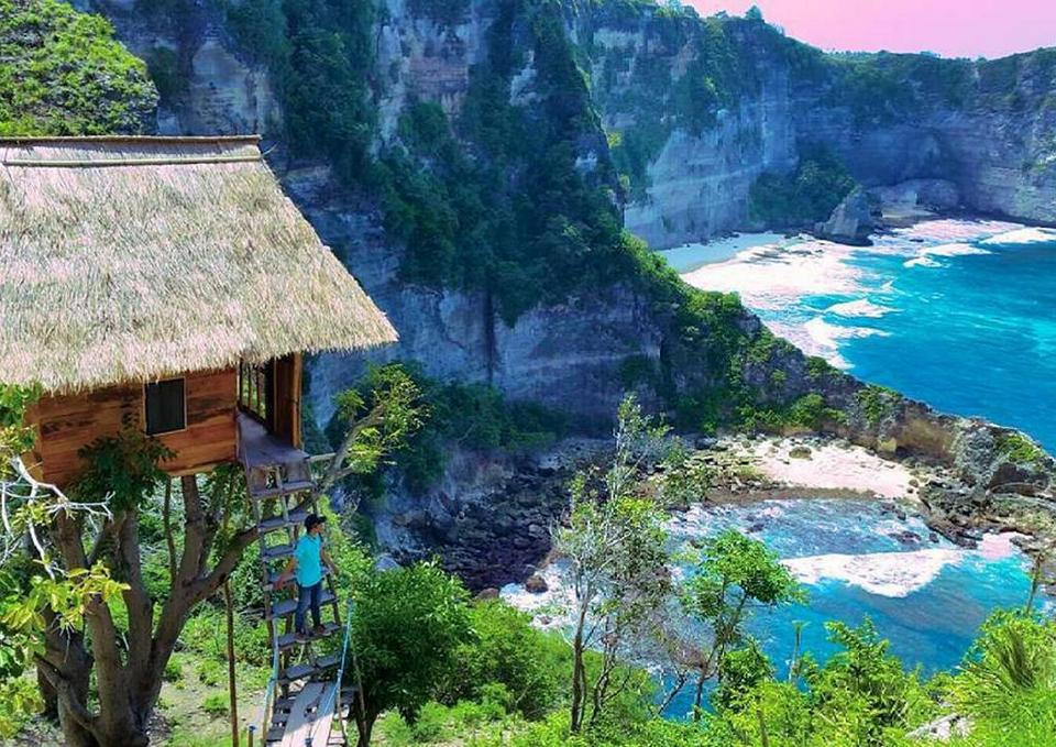 Nusa Penida-most beautiful islands in Southeast3 Credit image: best islands in southeast asia blog.