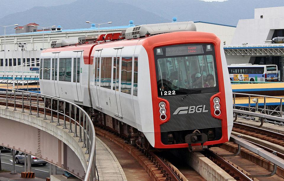 Busan-Gimhae_Light_Rail_Transit_1000_Series_EMU