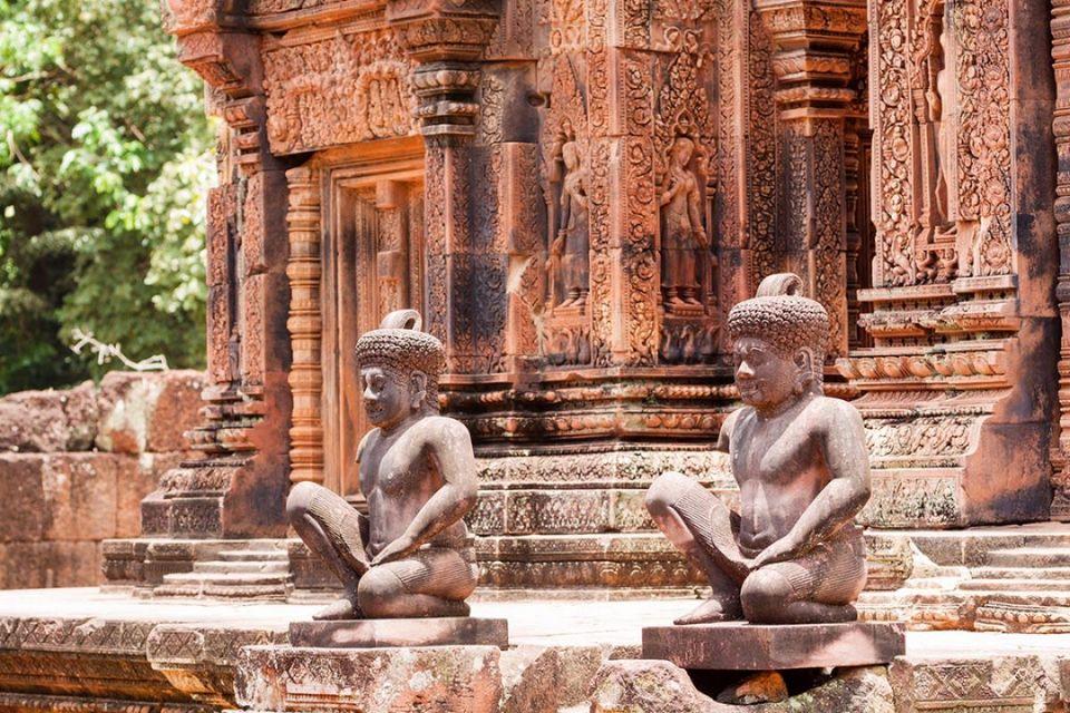 Carving detail - Banteay Srei statues