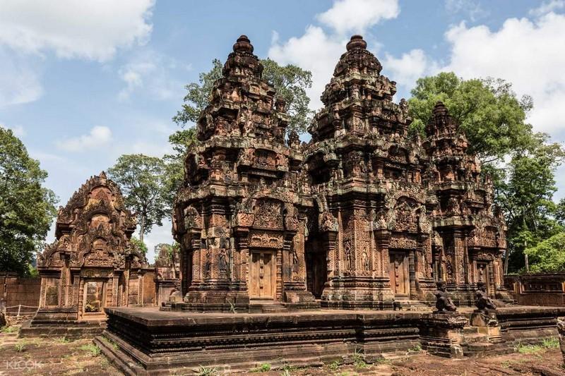 Banteay Srei temple- Isvarapura tower system