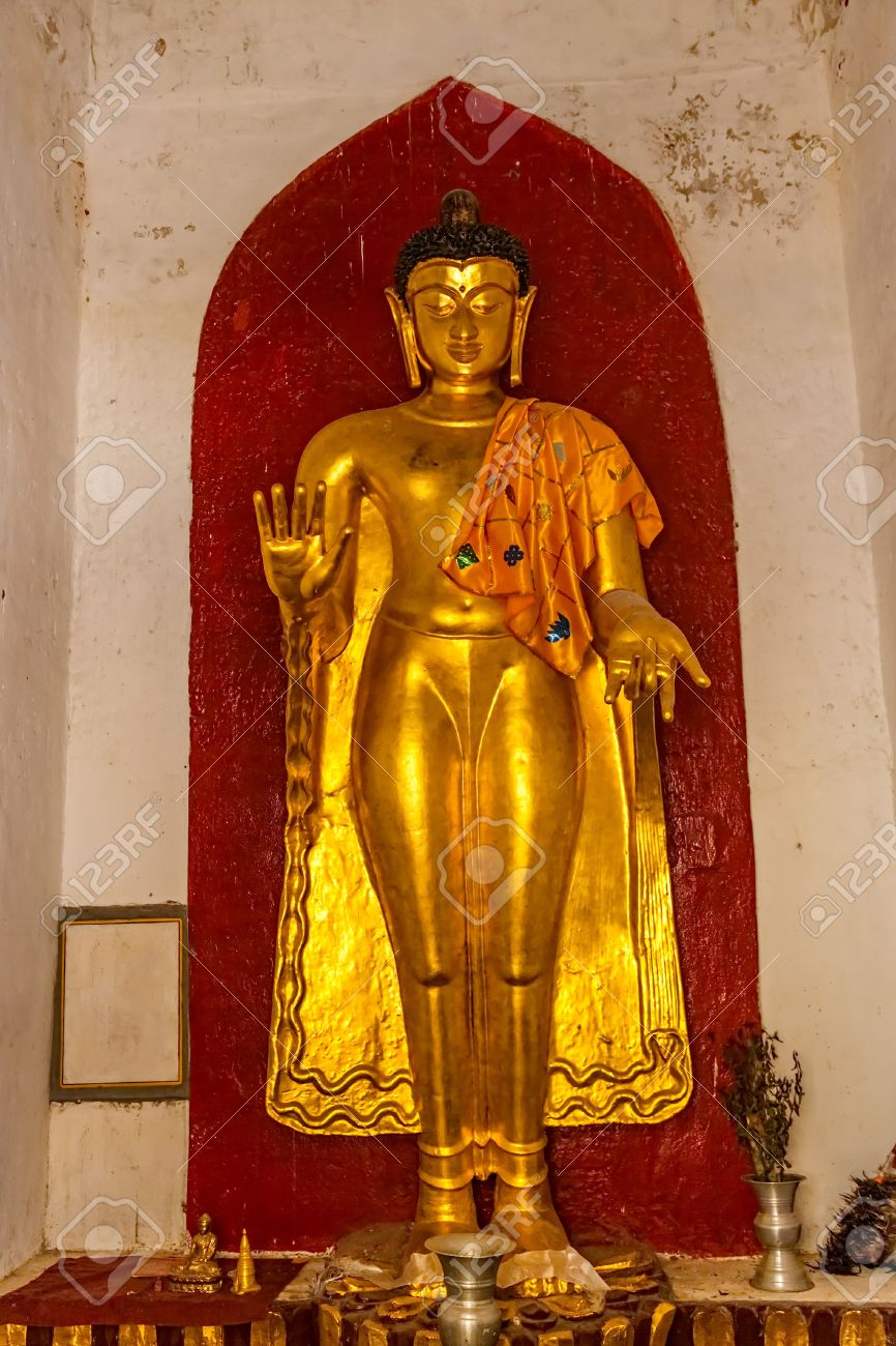 golden-buddha-buddhist-altar-in-the-shwezigon-pagoda-complex-it-is-a-buddhist-temple-located-in-nyau