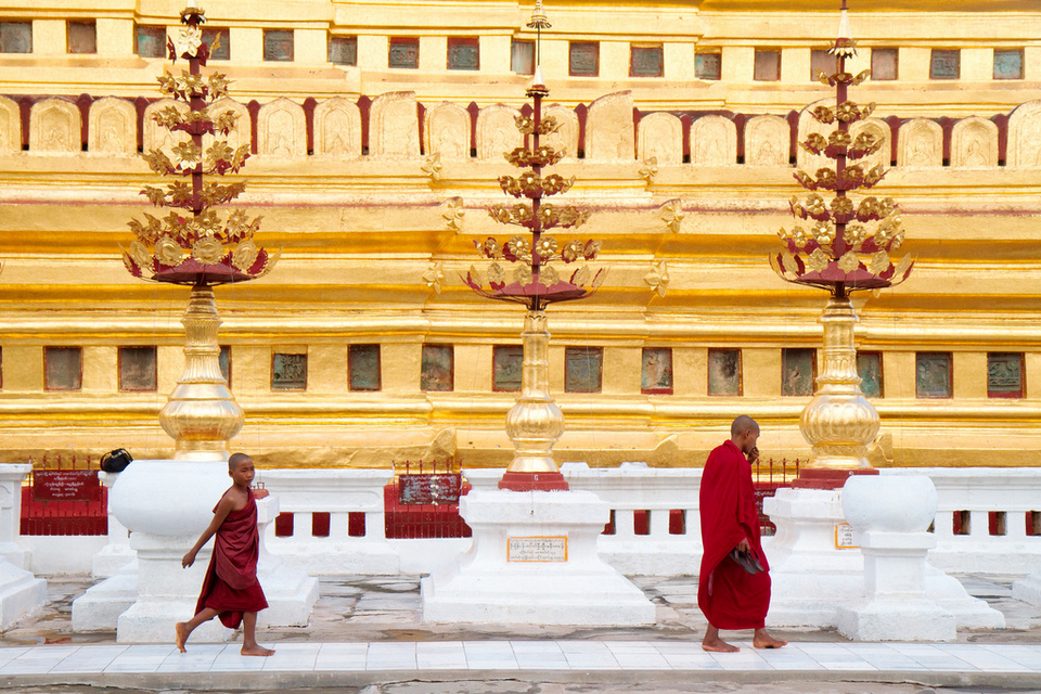 Monks at the Shwezigon Paya.