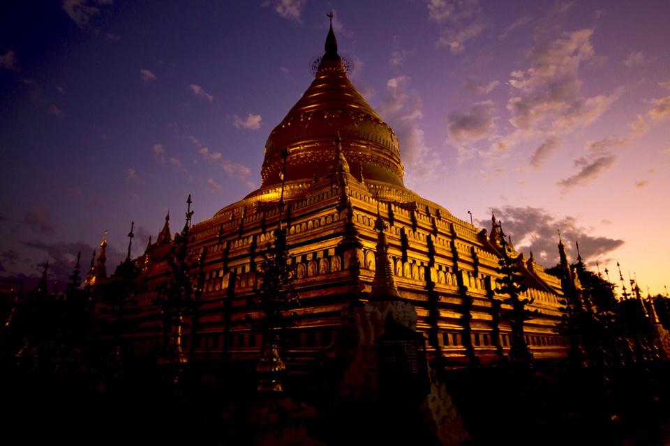 Shwezigon Pagoda at Dusk, by Steven Goethals, Bagan, Myanmar. Photo: shwezigon paya bagan blog.