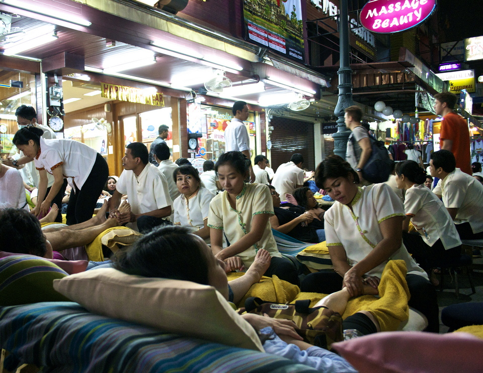 Massage chairs and patrons propped out on the street late into the night. $6 for one hour. Khao San road.
