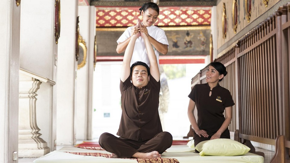 wat pho traditional thai massage bangkok