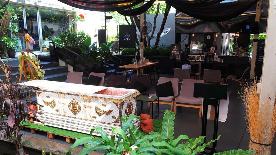 Try the feeling of death at this Bangkok coffee shop1
