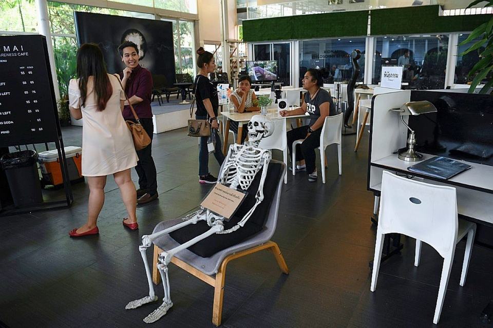 Try the feeling of death at this Bangkok coffee shop12