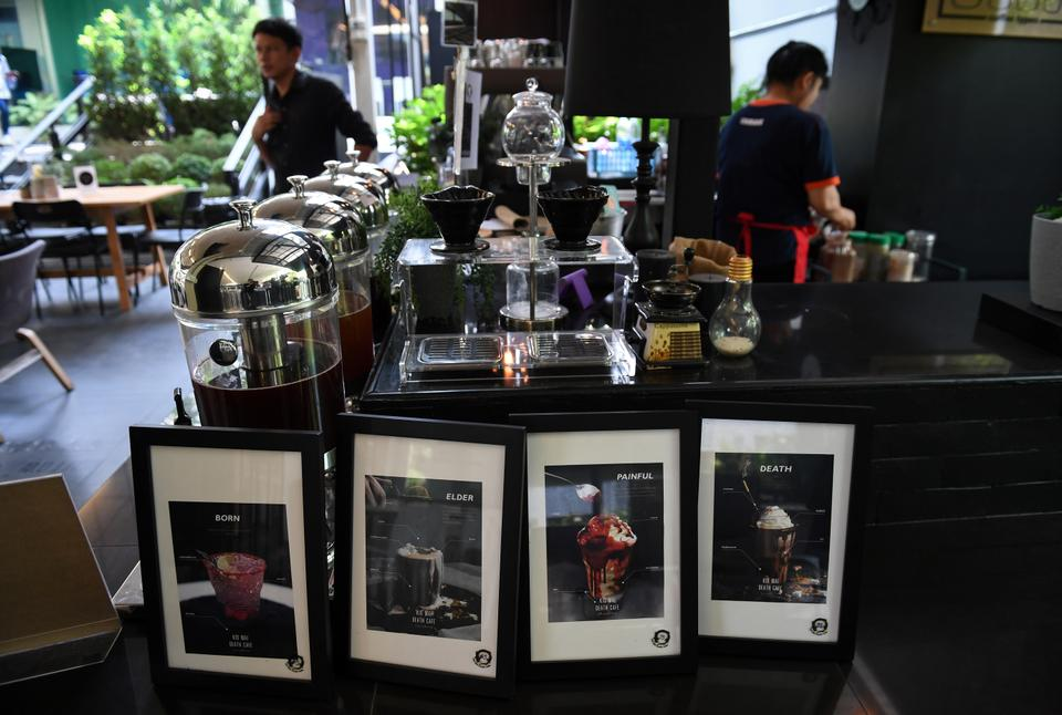 Try the feeling of death at this Bangkok coffee shop14