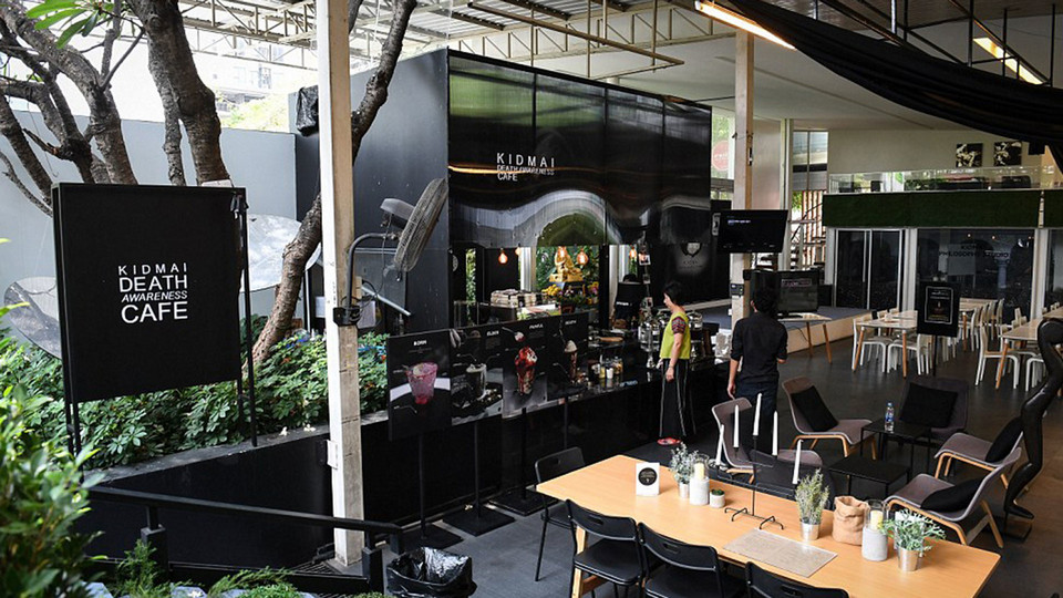 Try the feeling of death at this Bangkok coffee shop8
