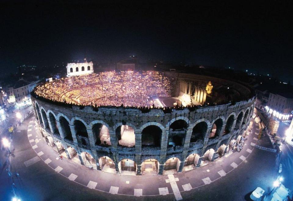 thanhhuong-180420040428-Roman-Arena