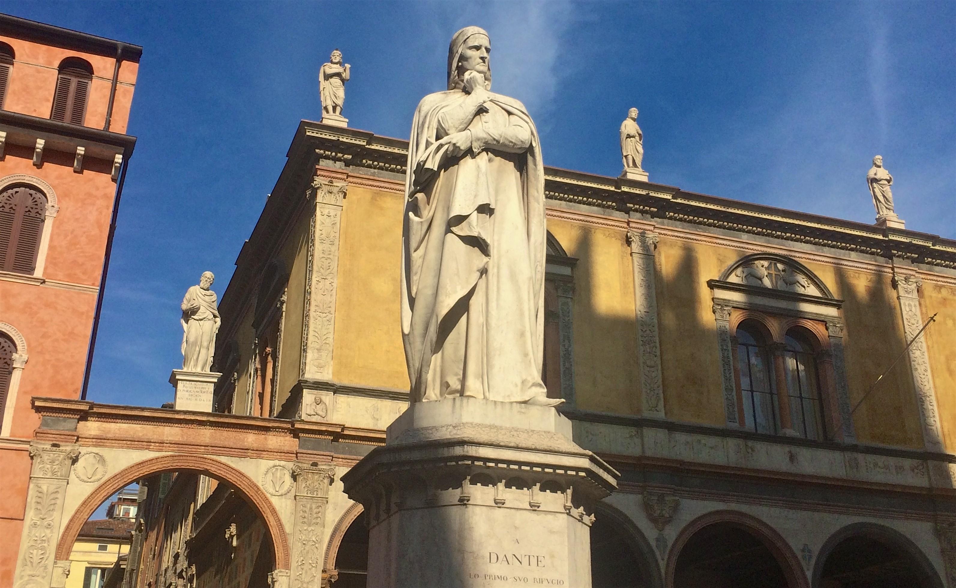 Piazza_Dante,_Verona,_Italy