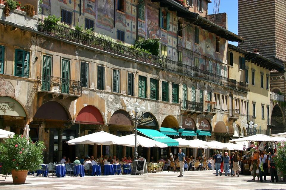 Piazza delle Erbe 3