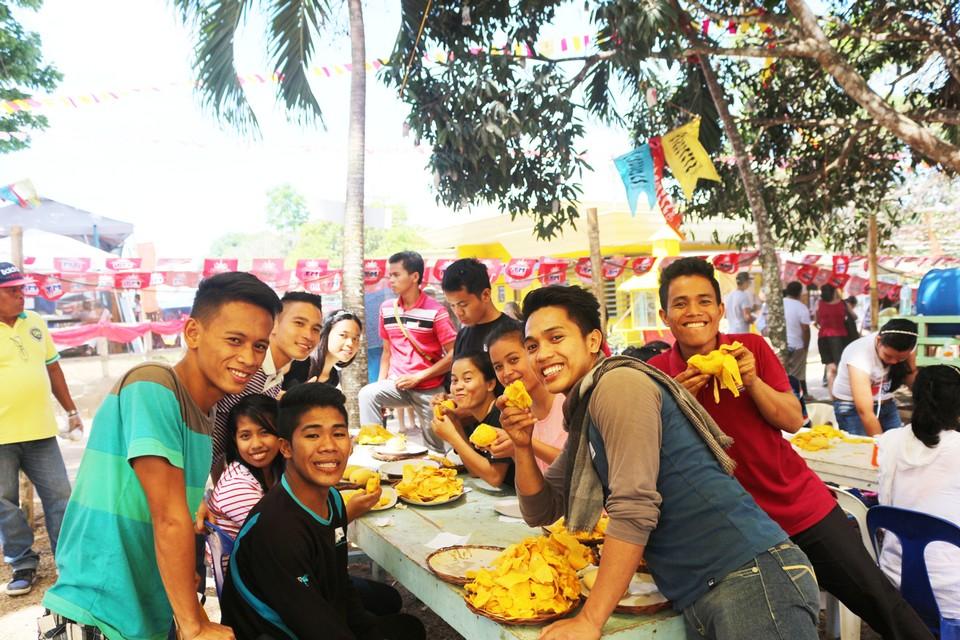 Try everything from mango-iloili-philipine4