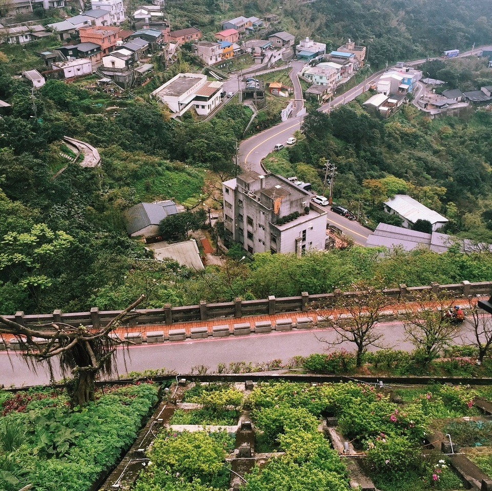 The view of the ancient Jiufen village from above.