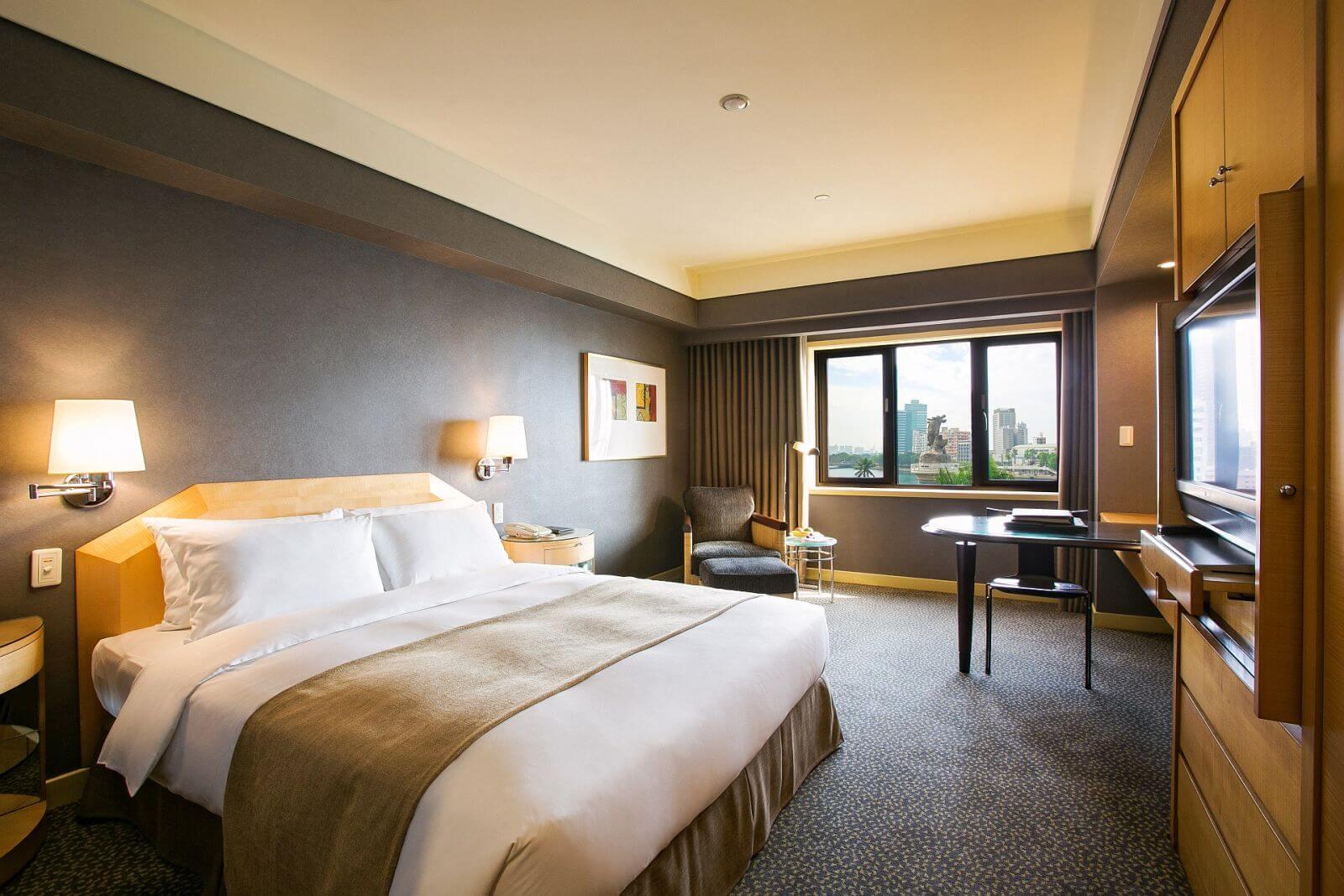 Ambassador-Hotel-Kaohsiung-Deluxe-Harbor-View-Room