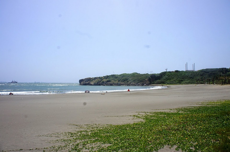Beach on Cijin Island 旗津島.
