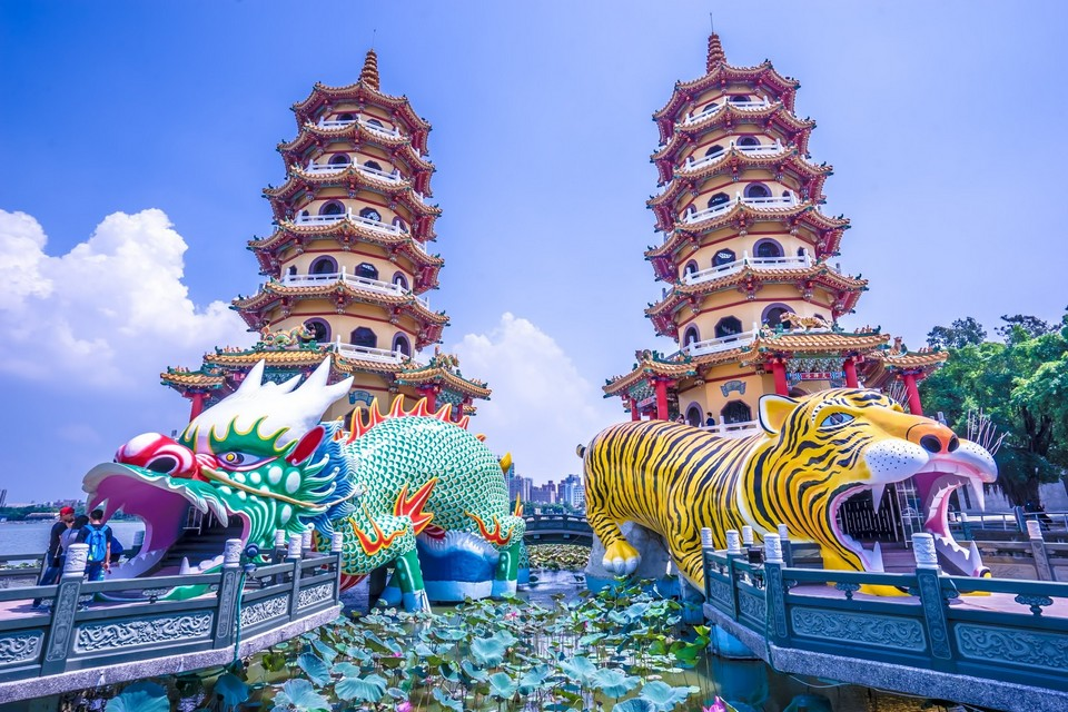 Lotus Pond dragon tiger pagoda