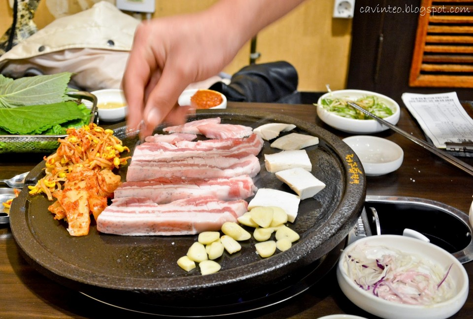 Jeju black pig, which is smaller than other pig species, has a much more succulent texture and carries less of a pork stench.