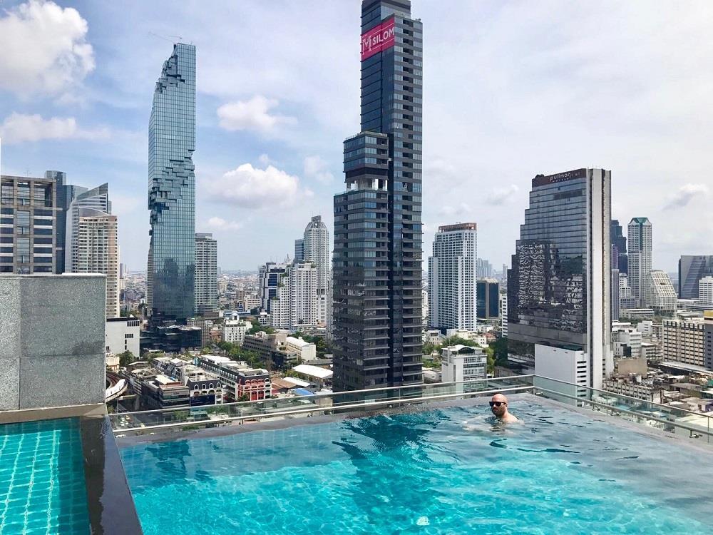 amara-hotel-rooftop-pool_1