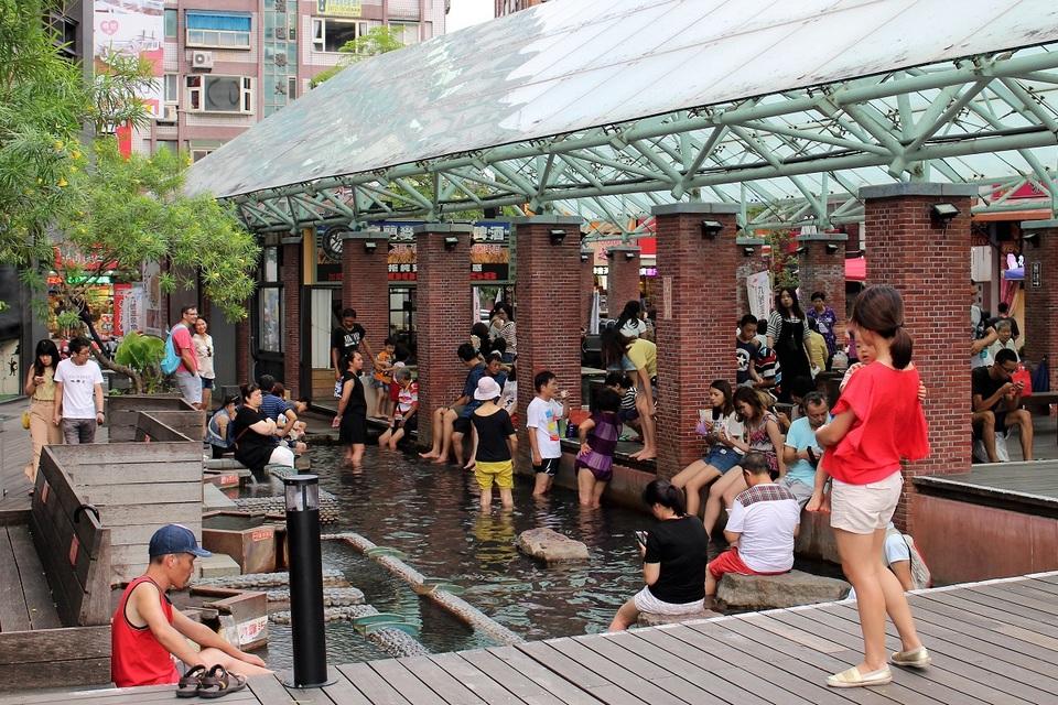 Public (free) foot bath, Jiaoxi Hotsprings Park