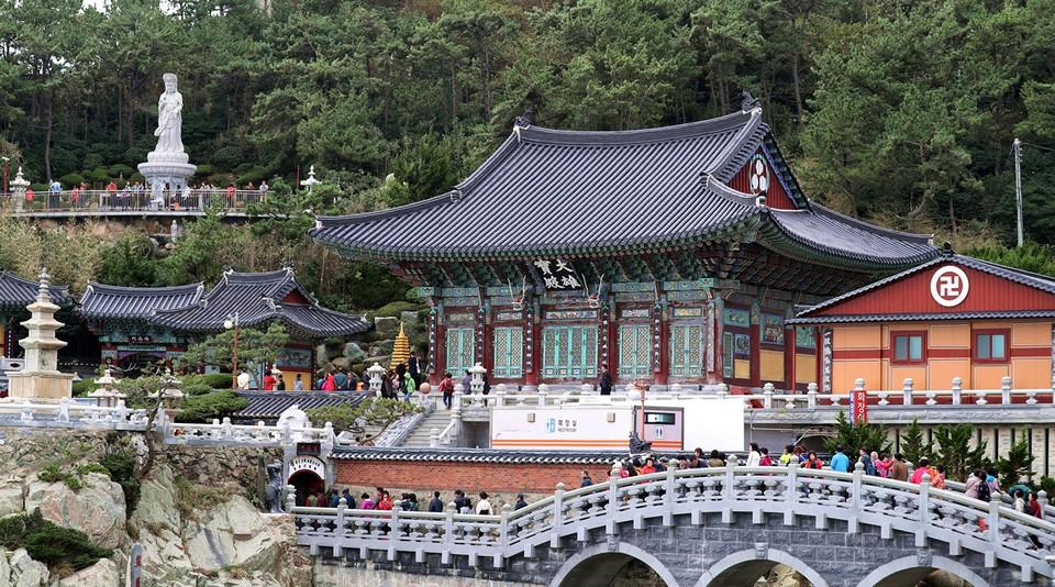 Haedong Yonggungsa temple Korea
