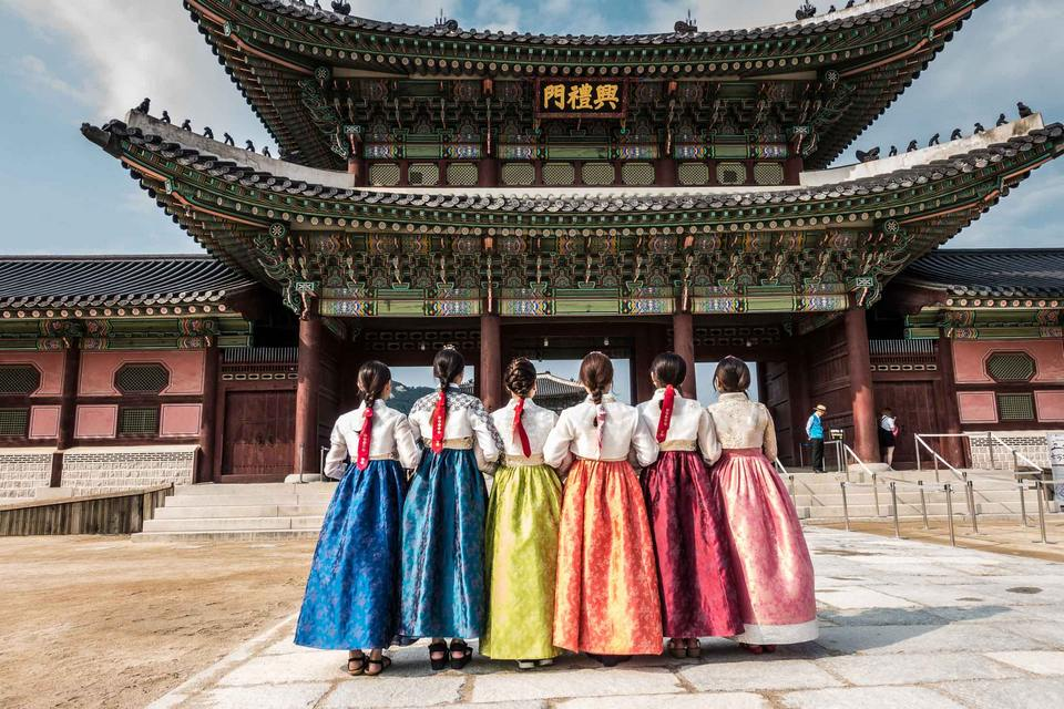 Renting Hanbok in Gyeong Bokgung is easy and fun.