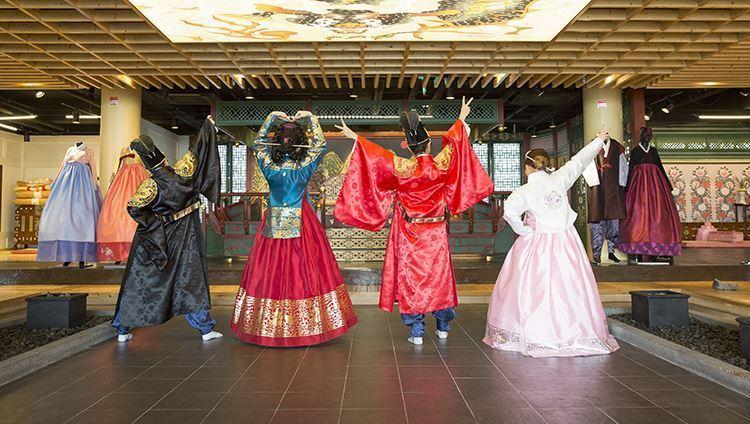 Hanbok - Korean traditional costumes make everyone beautiful