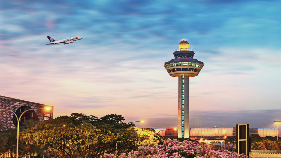 With direct flights from Saigon or Hanoi to Singapore less than 2 hours
