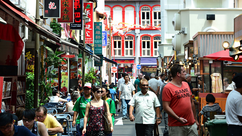 Walking in Downtown Singapore2