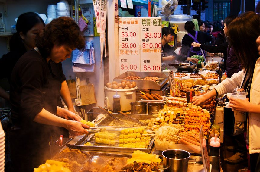 Hennessy Street - where centralize many seafood stalls cheap and delicious