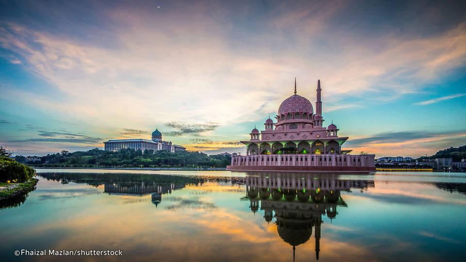 Putrajaya Mosque. Picture: malaysia blog.